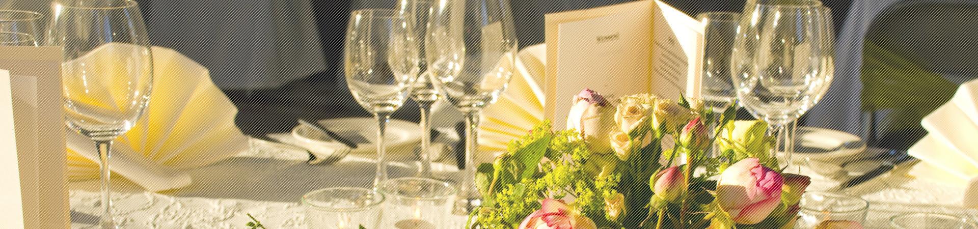 Hochzeit – Rosen als Tischdekoration